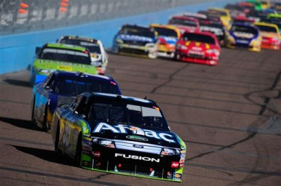 2010 Phoenix Nov NSCS Carl Edwards leads.jpg